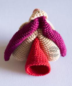 clítoris, vulva y vagina a ganchillo diseñado y tejido por dimnadesigns